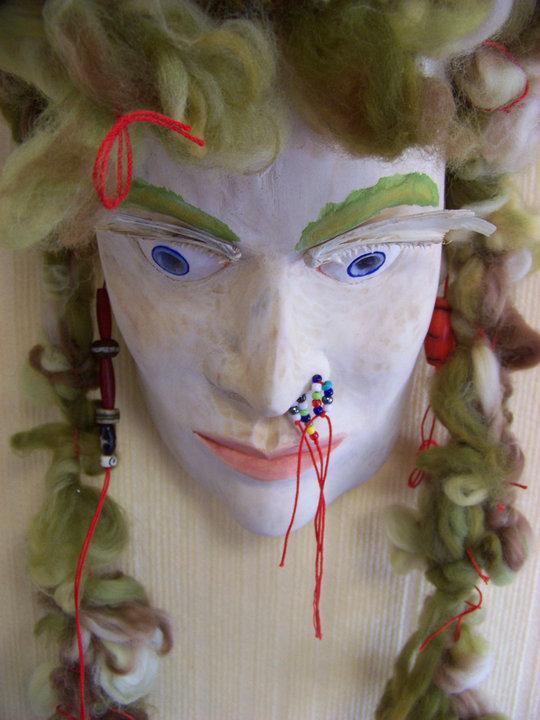 Masque aux cheveux. verts